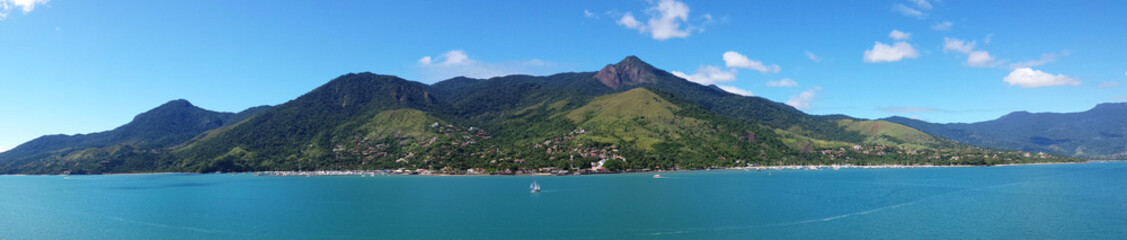 Ilha Bela: praia e mar azul
