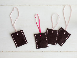 brown stitched felt envelopes with pink ribbons