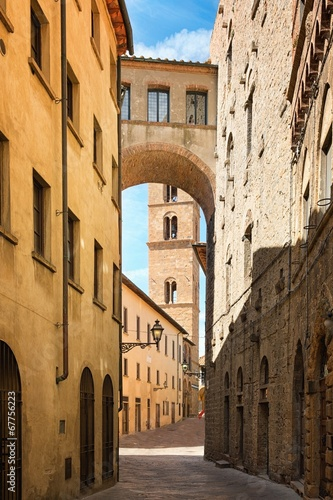 Fototapety, obrazy : Pretty street in the ancient city of Tuscany