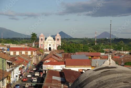 Foto op Canvas Centraal-Amerika Landen Eglise à Leon, Nicaragua