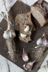 wholemeal sliced bread with whole and clove of garlic