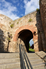 puerta de juderia en la muralla de burgos