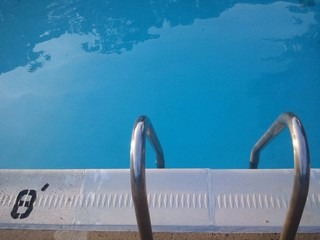 swimming pool ladder with depth