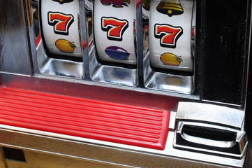 Slot machine and jackpot