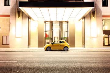 Cityflitzer vor dem Hotel Eingang