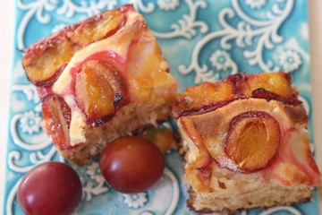 Yeast plums cake