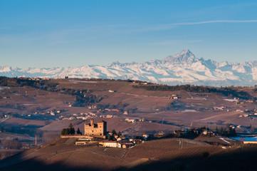 Castello di Grinzane e Monviso