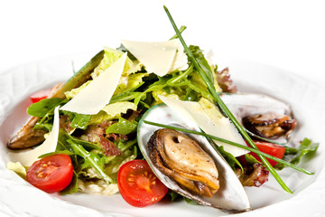 Mix salad with mussels
