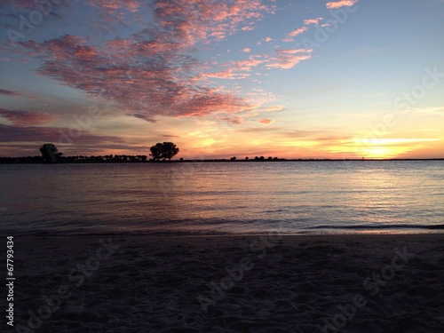 canvas print picture Romantischer Sonnenuntergang am Strand
