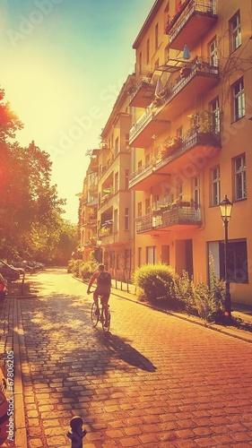canvas print picture Fahrradfahrer in Berlin Kreuzberg