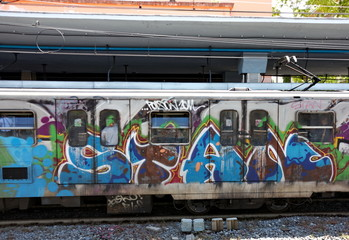 Train recouvert de graffitis, Italie