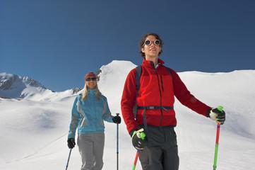 Zauchensee , Junges Paar Langlauf in Bergen