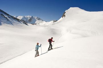Zauchensee , Junges Paar Langlauf in den Bergen