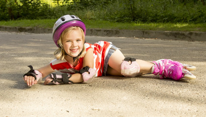 girl on the rollers fell