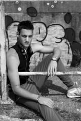 Jeune rebelle (rapeur, danseur,...)