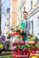Florist mit Pflanzen Lieferung