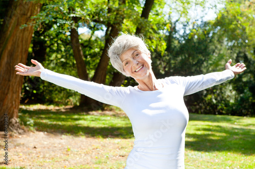 Leinwandbild Motiv happy old woman