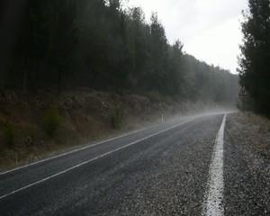 yağmurlu havada dağ yolları