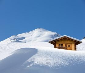 Schihütte im Schnee