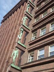 Figuren am Gebäude, Hamburg
