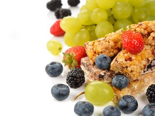 Muesli bars with berries