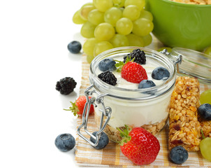 Diet dessert of yogurt and berries