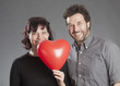 Mann und Frau mit Herz Ballon