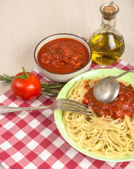 spaghetti with red tomato sauce
