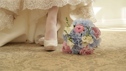 The bride, shoes and bouquet