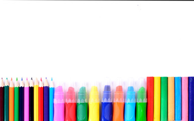 differents crayons de couleurs