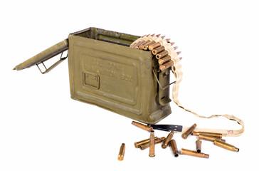 caisse de munitions avec des cartouches