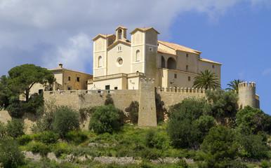 Die Burg von Arta mit Santuari de Sant Salvador