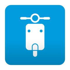 Etiqueta tipo app azul simbolo escuter vista frontal