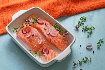 Fresh salmon fillets with onions, pepper and herbs