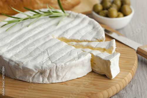 Fresh Brie cheese - 67871884