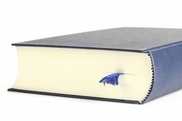 Buch liegt auf Tisch, Nahaufnahme