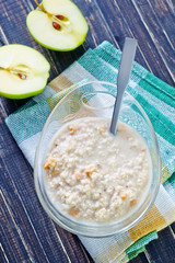 porridge with apple