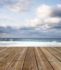 Holzdeck am Meer
