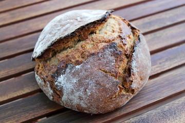 Brot auf Holz