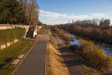 Carril Bici y Paseo Peatonal al lado de río