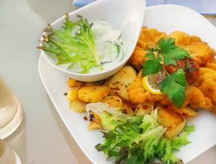 Wiener Schnitzel und Bratkartoffeln
