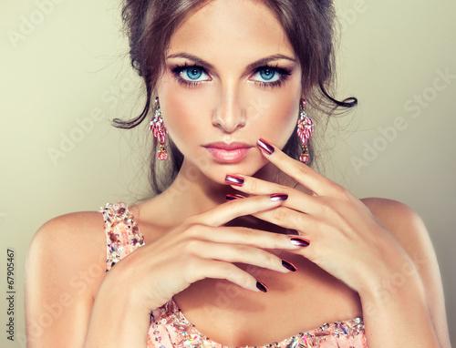 Leinwandbild Motiv Fashion Beauty Model Girl. Manicure and Make-up
