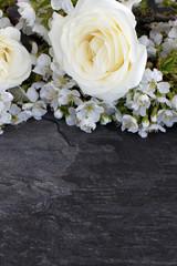 Rosen mit Kirschblüten