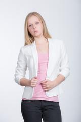 Hübsches Blondes Mädchen im Fotostudio