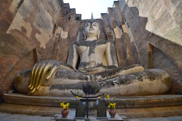 Buda en el templo de Wat Si Chum, Sukhothai, Tailandia