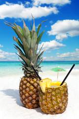Ananasfrucht und Cocktail