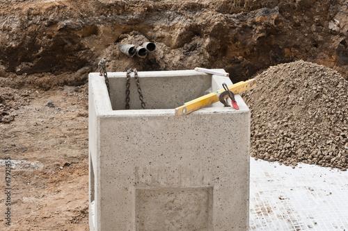 sinkkasten schacht aus beton f r entw sserung von oberfl chen stockfotos und lizenzfreie. Black Bedroom Furniture Sets. Home Design Ideas