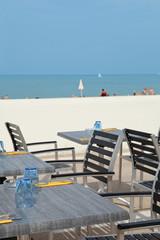 terrasse de restaurant en bord de mer