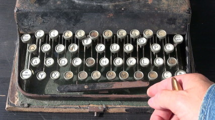 cleaning repair old typewriter keyboard