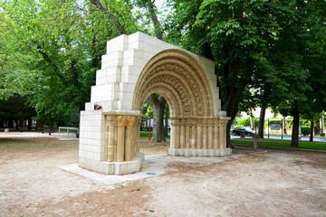 portico de una iglesia en el paseo de la isla en burgos